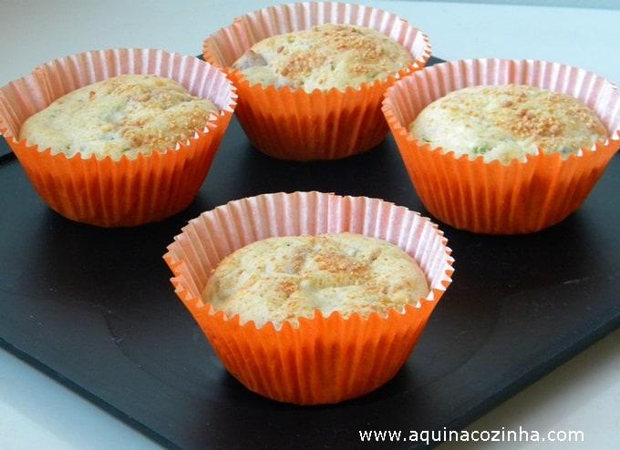 Muffin salgado de calabresa com abobrinha