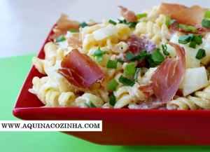 Salada de Macarrão com Presunto Cru e Melao