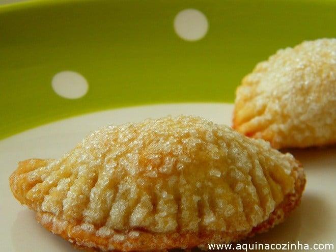 Esse Pastelzinho de Goiabada derrete na boca, ele é sensacional. É uma receita muito fácil e rápida pra fazer.