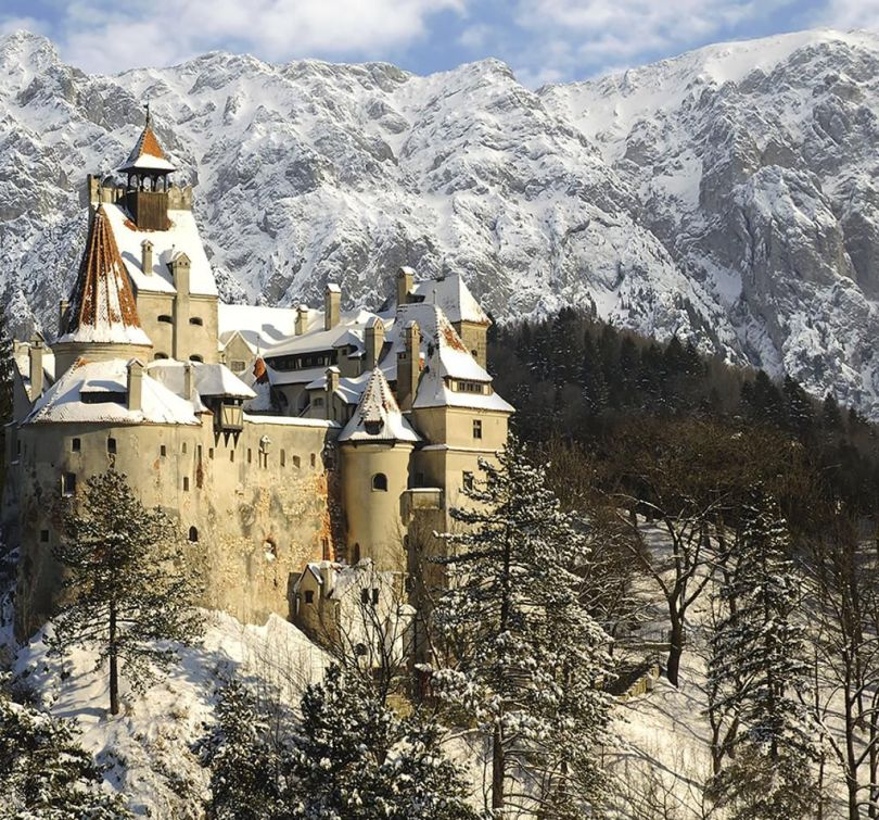 Snow-Covered-Mountains-of-Bran-Castle-in-Romanian