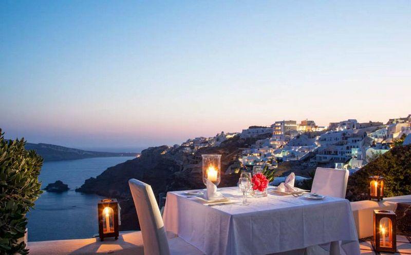 العشاء فى جزيرة سانتوريني
