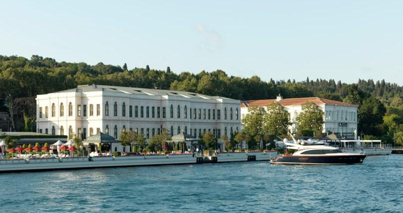 فورسيزونز اسطنبول في مضيق البوسفور تركيا