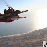 الاستمتاع بمغامرة مثيرة بالقفز بالمظلات في ناميبيا