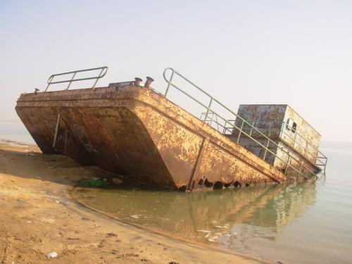 السفينة الغارقة