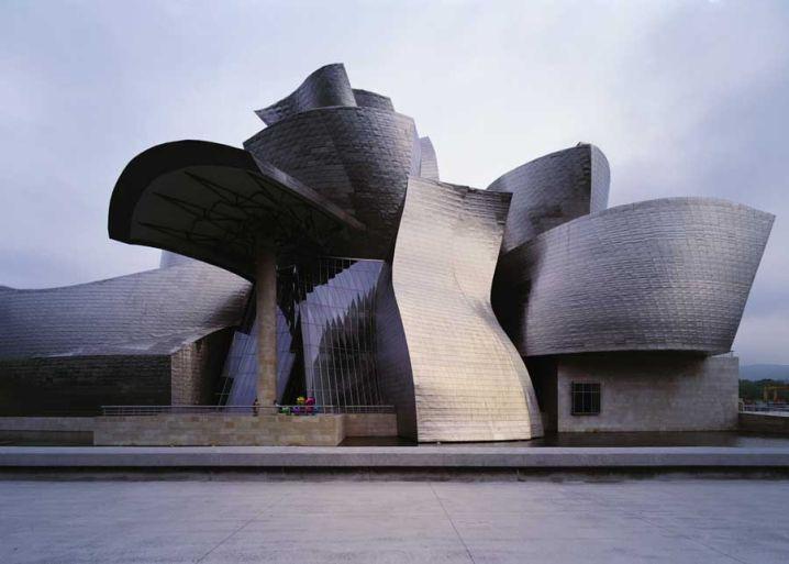 متحف غوغنهايم بلباو في إسبانيا
