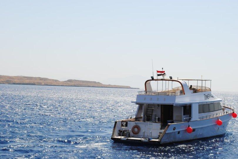 الرحلات البحرية