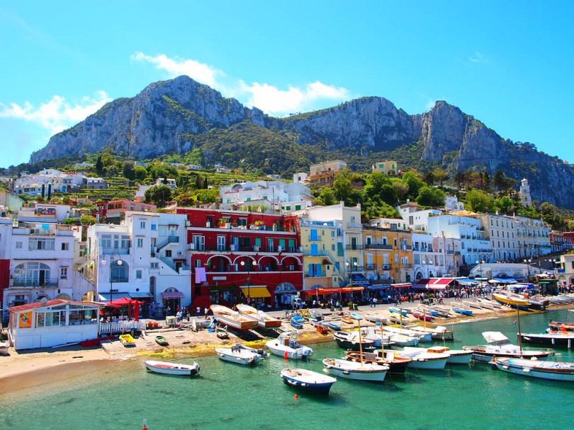 تجنب السفر بالعطلة الرسمية بايطاليا