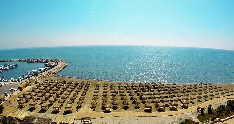 شواطىء لارنكا