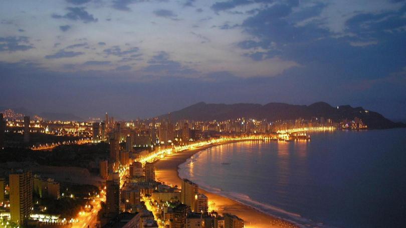 شاطئ إسبانيا فى المساء