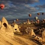 كابادوكيا.. مدينة العجائب السحرية والكهوف الخفية في تركيا