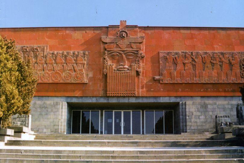 متحف إريبوني التاريخي والأثري