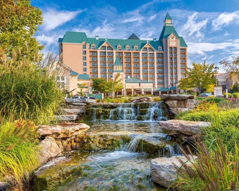 منتجع Chateau on the Lake Resort Spa & Convention Center