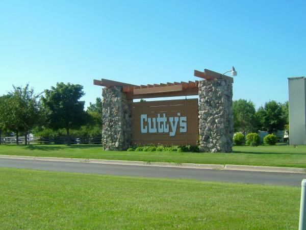 منتجع Cutty's Okoboji Resort