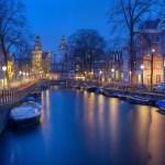 اكتشفوا الأماكن السياحية في أمستردام بين رائحة الزهور والقنوات الخلابة