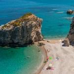 السياحة فيجزيرة كيثيرا .. حسناء يونانية تأسر أعين الزائرين