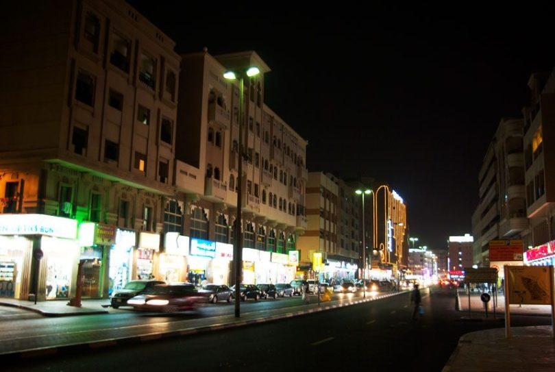e39eb1632bc10 يعد شارع الفهيدي مكان رائع لشراء الإلكترونيات في دبي، فهو المكان الأمثل لك  إذا كنت ترغب في شراء هاتف محمول جديد أو كمبيوتر محمول أو كاميرا بأسعار أقل.