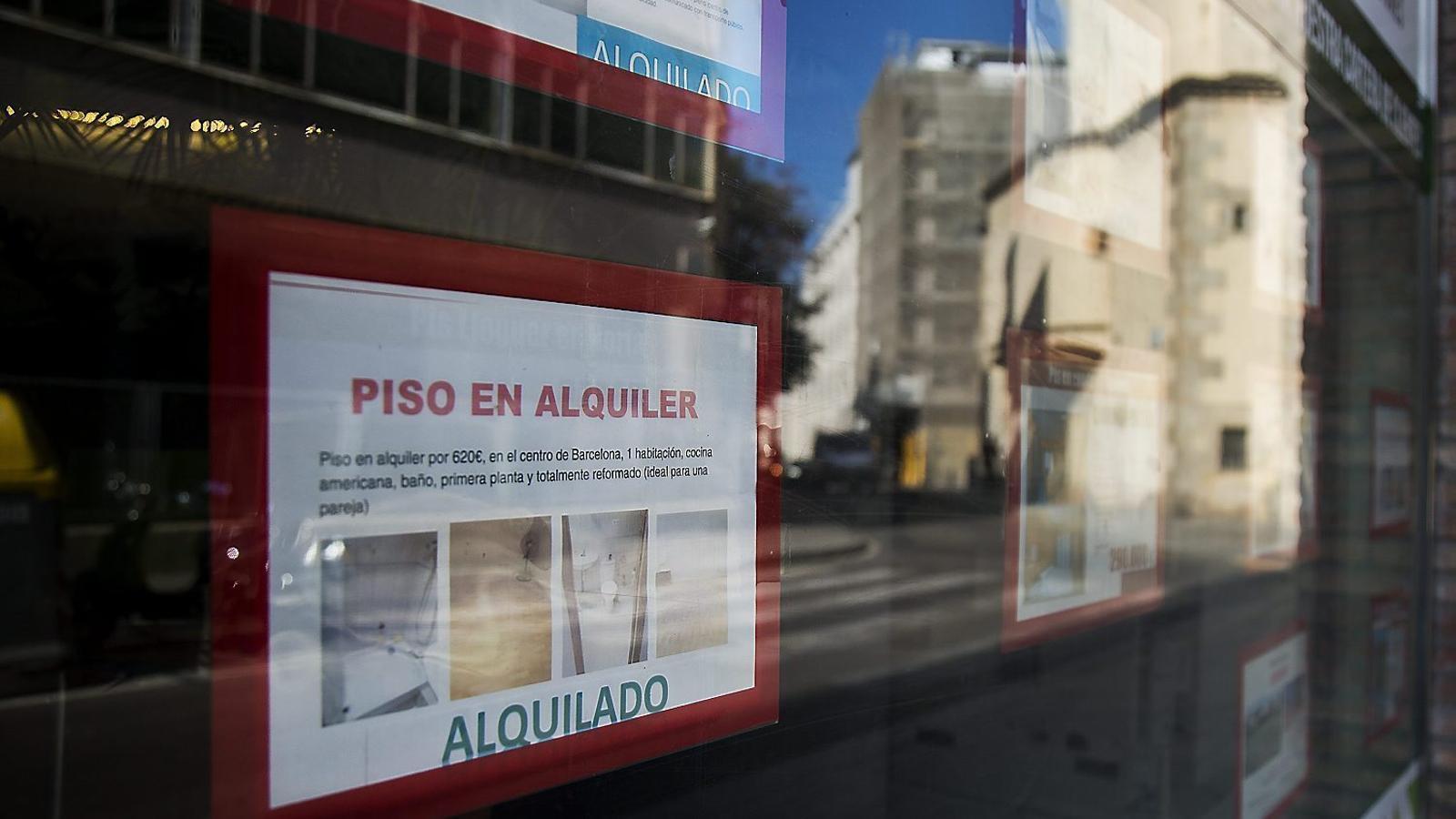 Els catalans destinen de mitjana la meitat del salari a pagar el lloguer