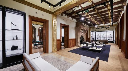 La llar de foc de Josep Pascó, del 1902, és un dels elements més destacats de la planta principal / INDITEX