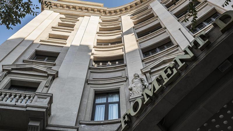 La façana de la seu de la patronal Foment del Treball, a la via Laietana de Barcelona.