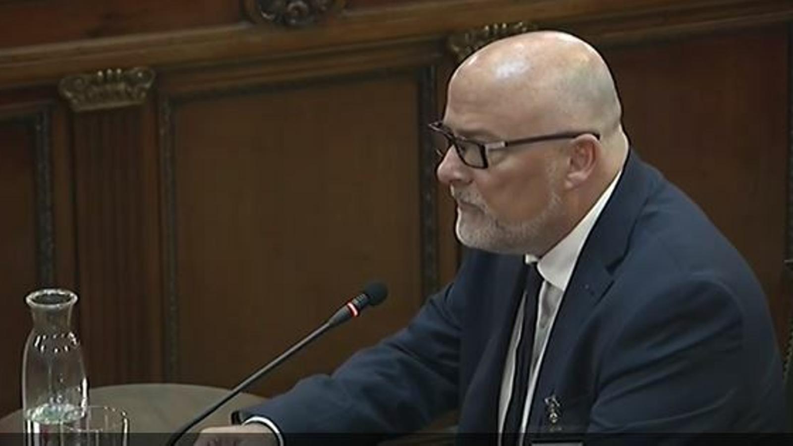 """Corominas defensa l'actuació de Forcadell i diu que estava """"obligada"""" a garantir el debat al Parlament"""