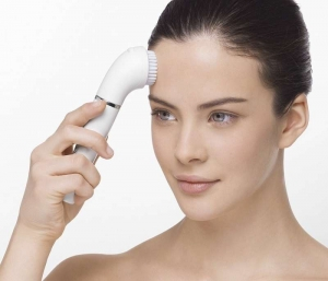 مميزات فرشاة تنظيف الوجه الكهربائية