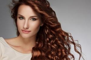 احصلي على لون بني في شعرك بطريقة جد طبيعية
