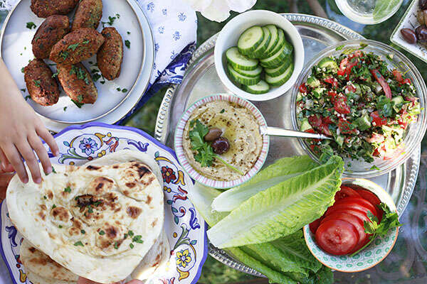 Dinner etiquette the arab culture post arab america being an arab american has many advantages and disadvantages if you were born and raised with typical american principles but have a traditional arabic forumfinder Choice Image