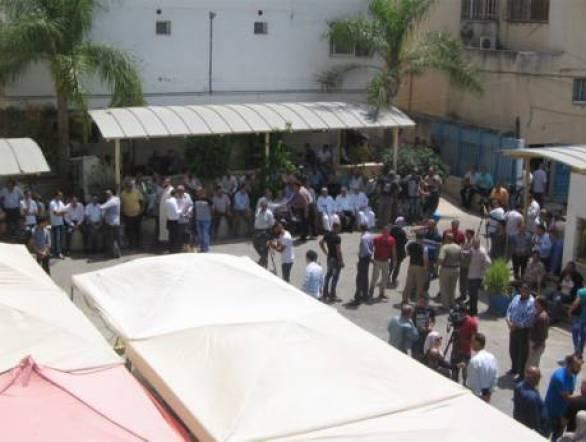 http://gulfnews.com/news/mena/palestine/un-closing-only-hospital-for-palestinian-refugees-1.2078666
