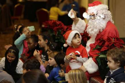 Middle Eastern Christmas Spreads Cheer, Aims to Fix Misconceptions