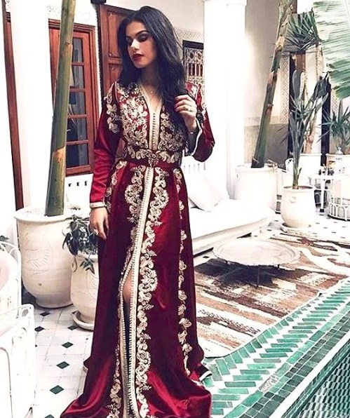 Arab Women's Traditional Clothing Making a Comeback?