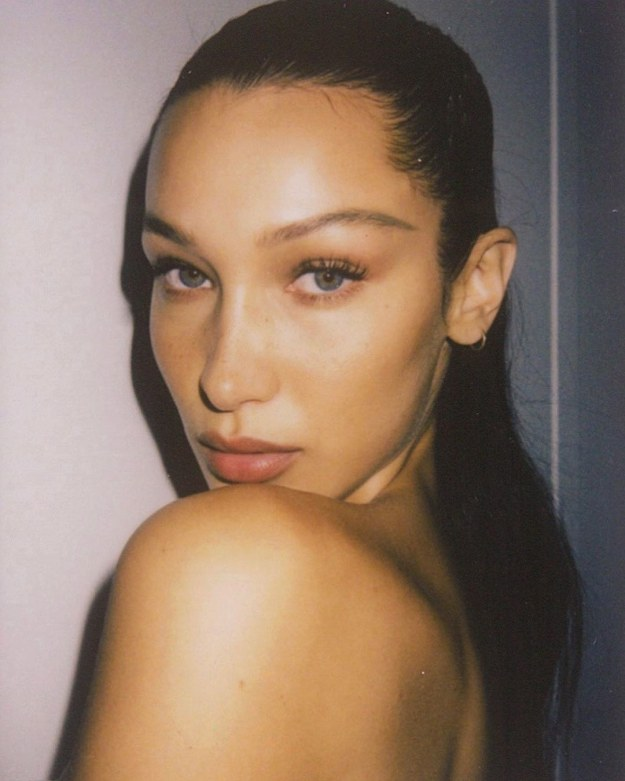 Bella Hadid Has an Easy Trick for De-Puffing Tired Eyes