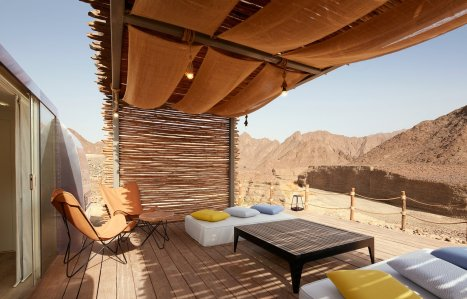 A Camel Encounter Makes the Trip to Dubai's Mountain Resort Worthwhile
