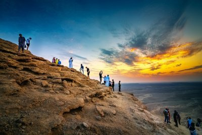 EAT, PLAY, LOVE: Standing at the Edge of the World - Arab News