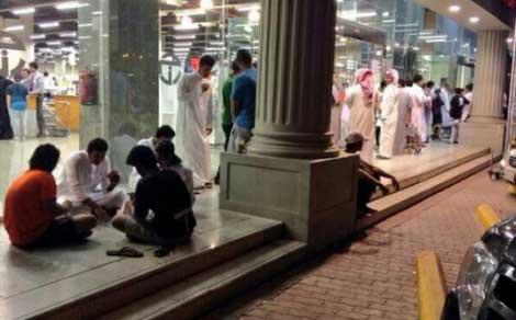 البعض الآخر فضل اللعب بالأوراق على الاتتظار في الطوابير - السعودية