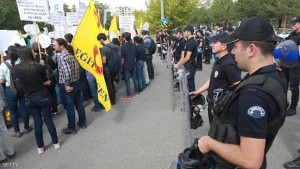 Police officers stand next to demonstrators protesting in front of the High Education Board (YOK)  against the suspension of academics from universities following a post-coup emergency decree, in Ankara on September 22, 2016. / AFP / ADEM ALTAN        (Photo credit should read ADEM ALTAN/AFP/Getty Images)