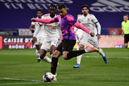 PSG Beat Lyon To Go Top In France As Mbappe Scores 100th Ligue 1 Goal |  Arab News