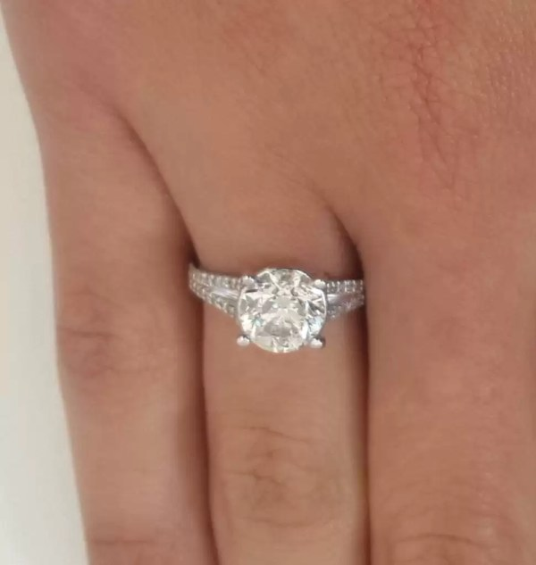 3.50 Ct Round Cut D/Vs2 Diamond Solitaire Engagement Ring 18K White Gold