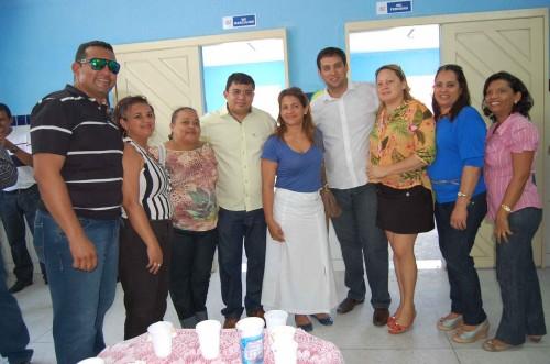 Prefeito Kerginaldo e o secretário Rodrigo Aladim com educadores