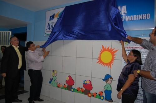 Prefeito Kerginaldo , Presidente da câmara Oscar , secretário  Rodrigo Aladim e a diretora do Complexo Educacional Francisca Miranda descerram a placa