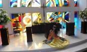 ステンドグラスが輝くチャペル「太陽の教会」