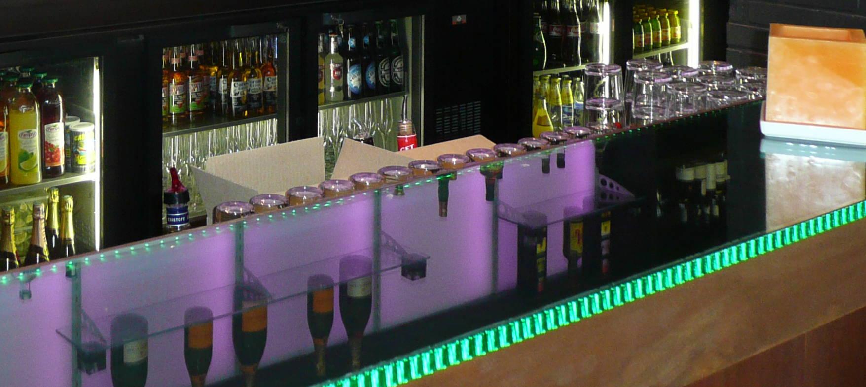 Comptoir lumineux pour un restaurant Jazzy à Capbreton