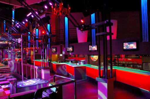 Comptoir de bar pour la discothèque l'Esmeralda à Toulouse