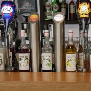 Tireuse à bière intégrée au comptoir de bar