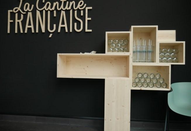 Meuble en bois massif pour la présentation de bouteilles de vin