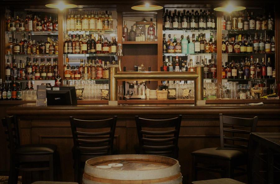 bar traditionnel pour pub écossais
