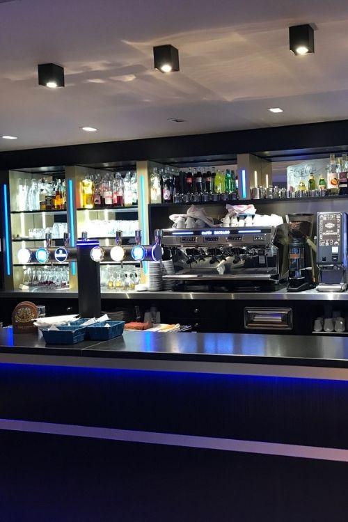 Comptoir de bar en granit noir