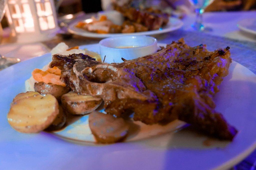 "ALT=""steak with potatoes at mons restau"""