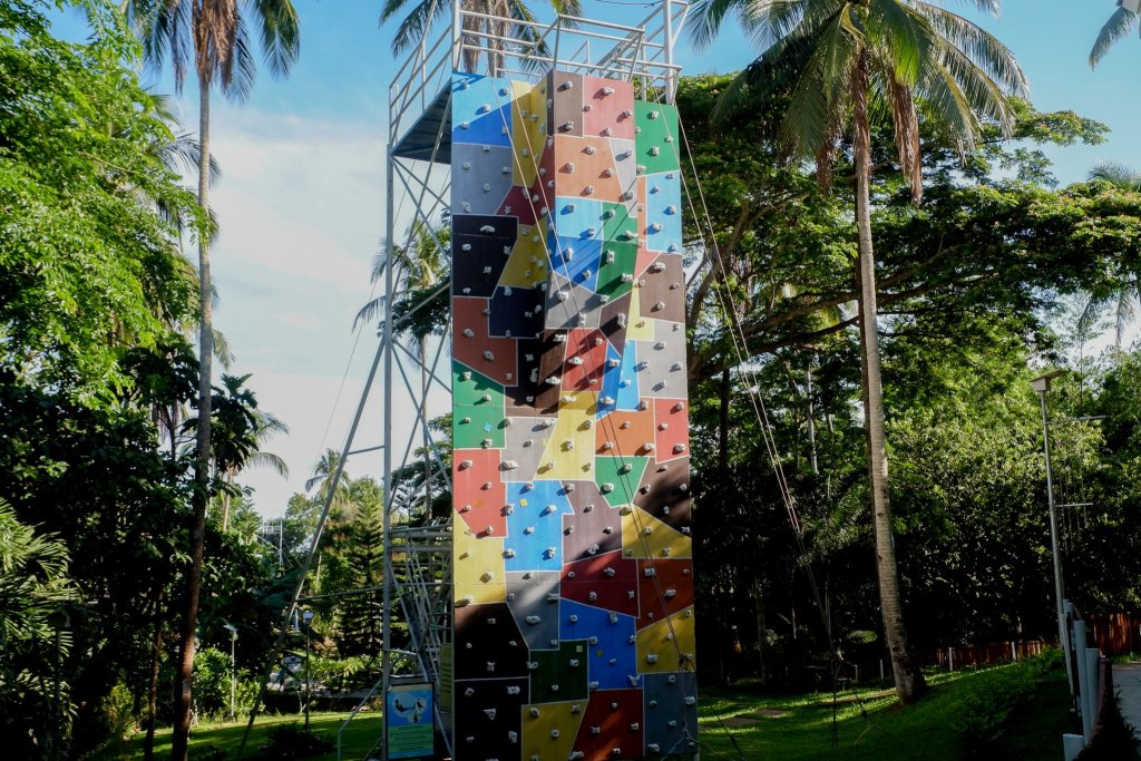 "ALT=""this is the wall climbing at camp benjamin cavite"""