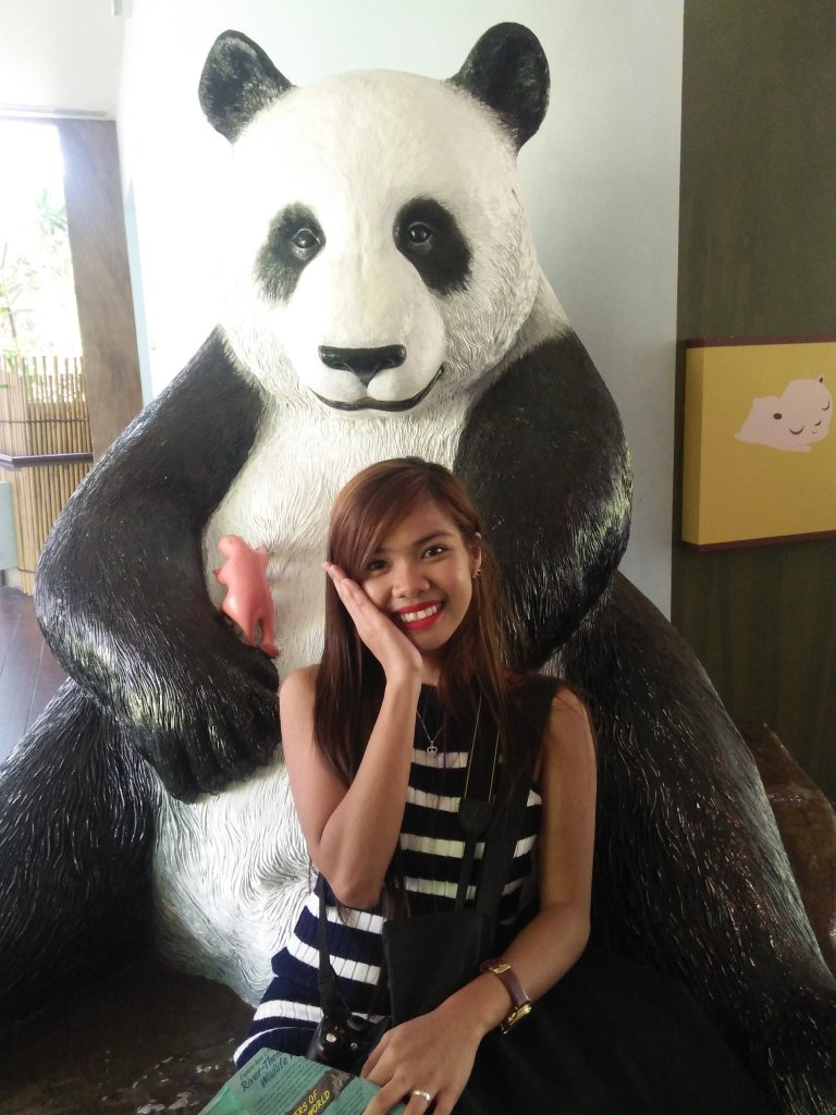 """ALT=""""singapore travel guide and with the panda statue"""""""