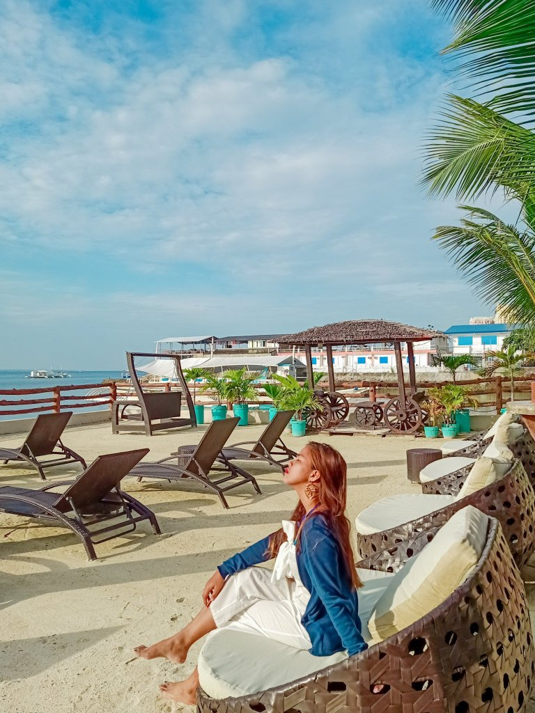 "ALT=""palmbeach resort & spa and the beach front view in mactan island"""